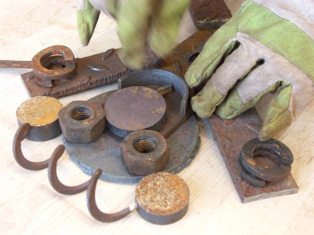 Skulpturenwerkstatt-Gedike-Schule Schülerinnen und Schüler komponieren Metallskulpturen nach eigenen Entwürfen