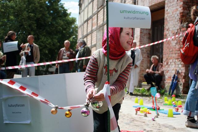"""""""umwidmung: Tor in den Hagen"""" Installation im Stadtraum / Perleberg"""
