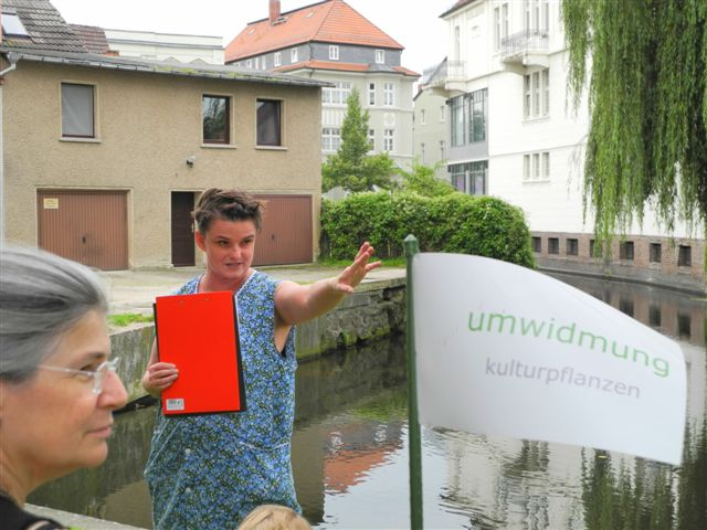"""umwidmung: großes Gewäsch"" Performance im Stadtraum /Perleberg"