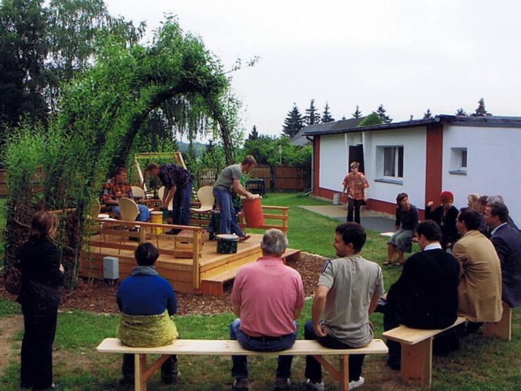 Weiseninsel, gebaut mit BetreuerInnen und BewohnerInnen der CJD Autistenwohnstätte in Seefeld